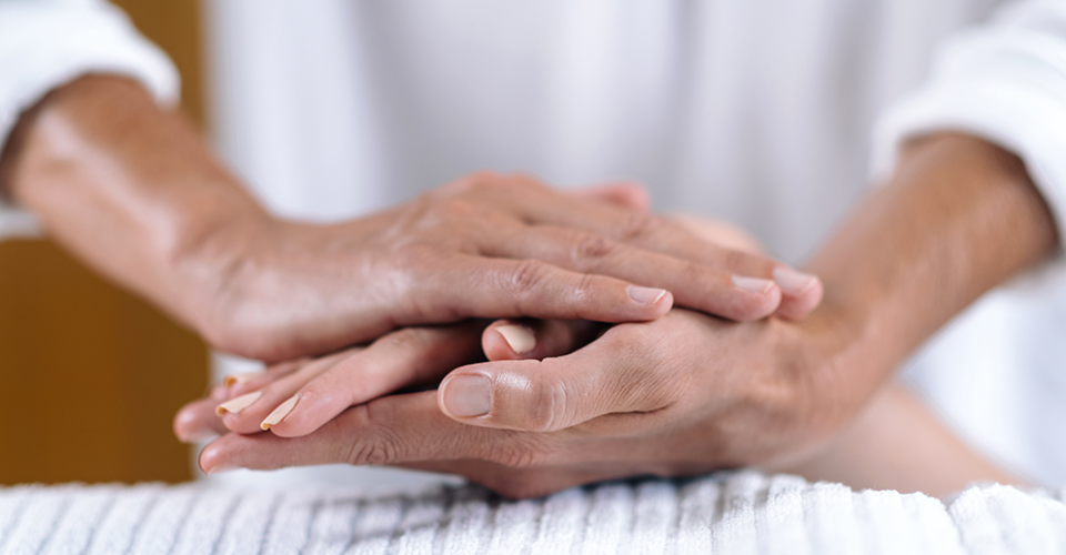 holding-hands-at-reiki-healing-treatment-BP9JAX2